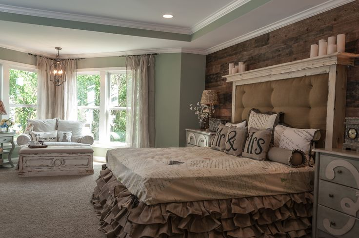 Omg!!! LOVE the burlap bed skirt.