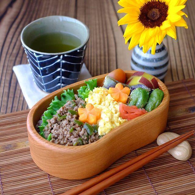 2017.8.2今日のお弁当୧⍢⃝୨ 🌱そぼろ弁当🍱🌱 *そぼろごはん *家採れ野菜の天ぷら *さつまいもの甘煮  今日はまあまあ涼しい1日になりそう(ت)  #お弁当#弁当#お弁当記録#お弁当作り楽しもう部 #つくおき#おうちごはん#そぼろ弁当#肉#オベンタグラム#クッキングラム#私のおいしい写真#lifewithXA3#朝時間#朝活#foodpic#foodphoto#instafood#delimia#タベリー#器#波佐見焼#土本製陶所 #器と雑貨ボタニカル#仙台#ひまわり#元気になる #カメラ女子#ファインダー越しの私の世界