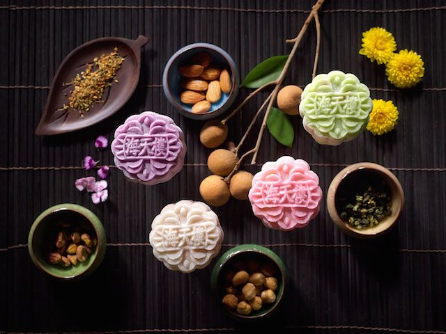 There's just something about mooncakes that even the most steadfast dieters of us cannot resist. Presenting the best mooncakes in singapore 2014!