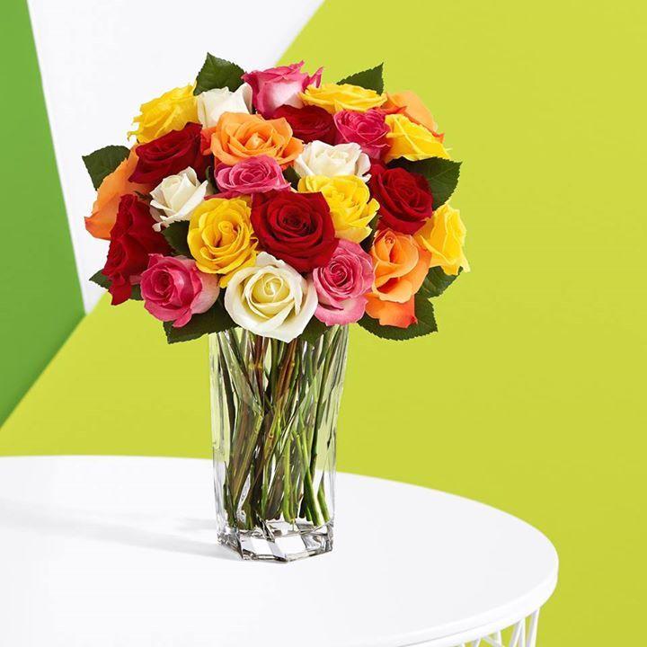 #Розы #букети_из_цветов #флористика Красный романтический, а оранжевый - для страсти. Желтый символизирует дружбу, а розовый просто в моде