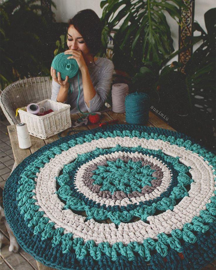 """5,066 likerklikk, 111 kommentarer – SusiMiu (@susimiu) på Instagram: """"t r o p i c m a n d a l a  #susimiu #handmade #crochet #knitting #crochet #trapillo #tshirtyarn…"""""""