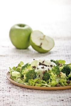 Insalata di mele verdi e broccoletti con acciughe e olive