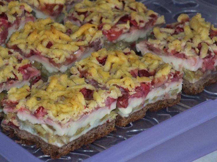 Dziś zajadam się takim ciachem z rabarbarem i truskawkami (z własnego ogródka) :) https://www.smaczny.pl/przepis,kruche_kakaowe_ciasto_z_rabarbarem_budyniem_i_truskawkami