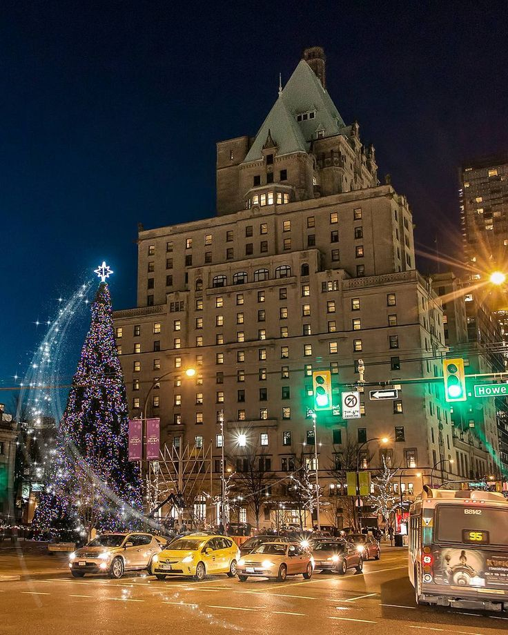 Do you see what I see?  . The magical world of Vancouver at Christmas time. The historic Hotel Vancouver (@FairmontVan) with a perfect view of the new Christmas tree location at the @VanArtGallery's north plaza. Behind the 76 foot tree stands Canada's tallest Chanukah Menorah. Captured in Downtown Vancouver British Columbia Canada  December 20 2017 . . . . . . #HotelVancouver #Christmas #Menorah #Vancouver @Vancouver_Canada #VeryVancouver #VisitaVancouver #CuriocityVan #VancityFeature…