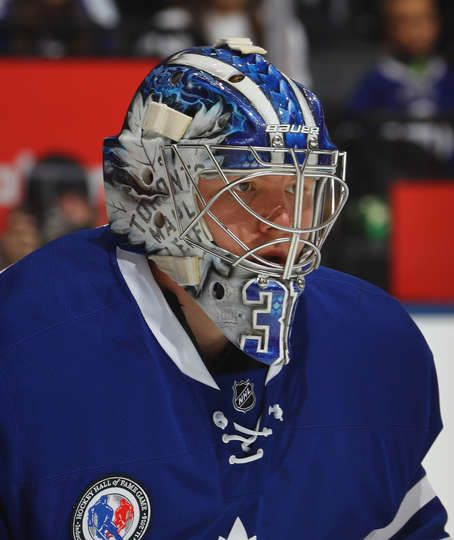TORONTO, ON - NOVEMBER 11: Frederik Andersen #31 of the Toronto Maple Leafs tends net against the Philadelphia Flyers at the Air Canada Centre on November 11, 2016 in Toronto, Canada. The Maple Leafs defeated the Flyers 6-3. (Photo by Bruce Bennett/Getty Images)