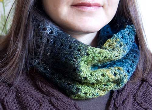 flexi cowl - can pull over  face or wear like a scarf