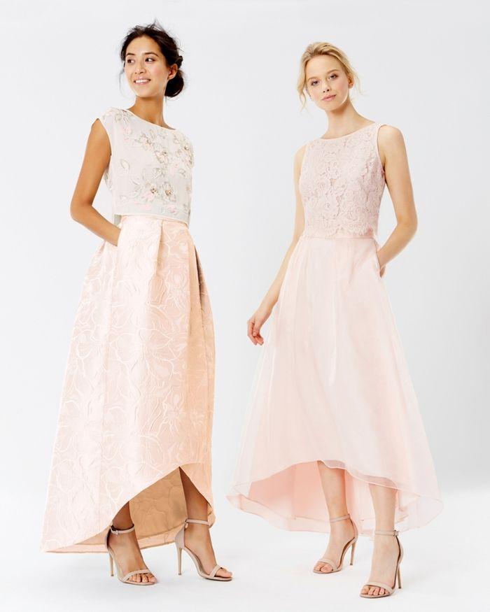 les ensembles à deux pièces sont une bonne alternative aux robes classiques de demoiselles d'honneur