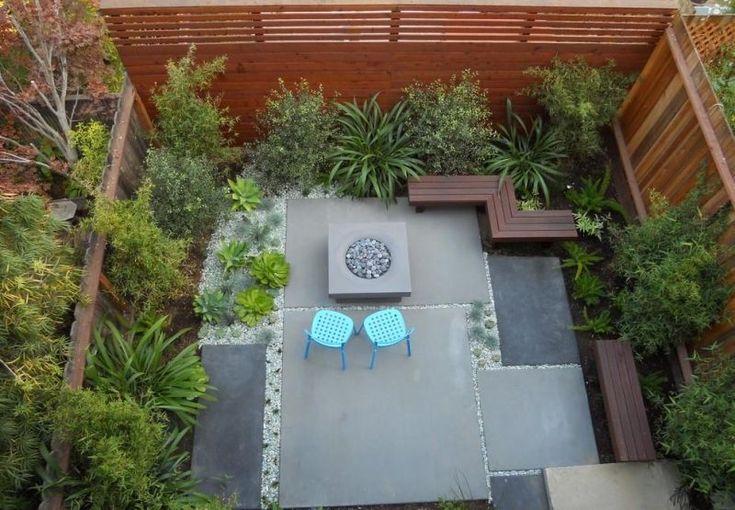 Kleingarten mit Sitzplatz und Kiesboden