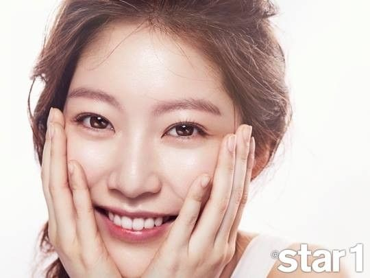 """Gong Seung Yeon Shows a Pure and Innocent Side of Herself in """"@star1"""" 