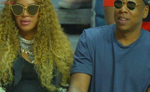 Beyoncé grávida de gêmeos, mostra seu barrigão em jogo de basquete