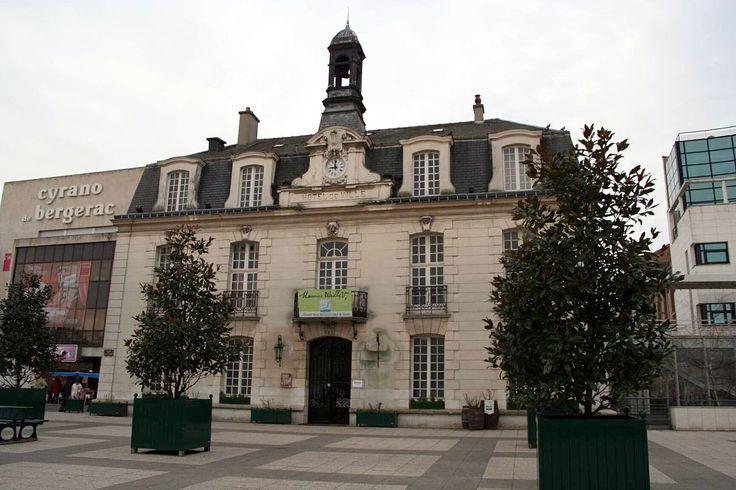 Sannois - Musée Maurice Utrillo (ancienne mairie).jpg Musée Utrillo-Valadon à Sannois - Val-d'Oise (France)