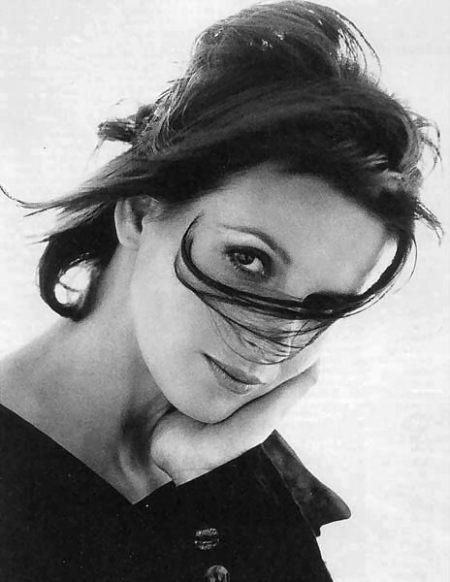 I live for the present always. I accept this risk. I don't deny the past, but it's a page to turn. ~ Juliette Binoche ~
