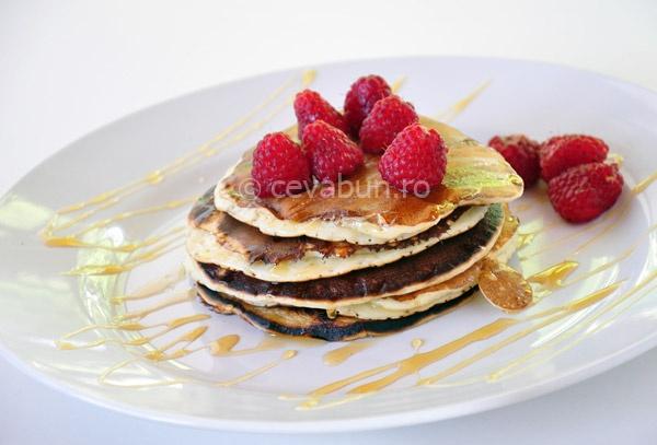 Pancakes cu lapte batut si zmeura