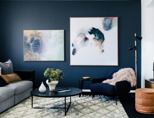 Navy blue wall / Pared azul marino