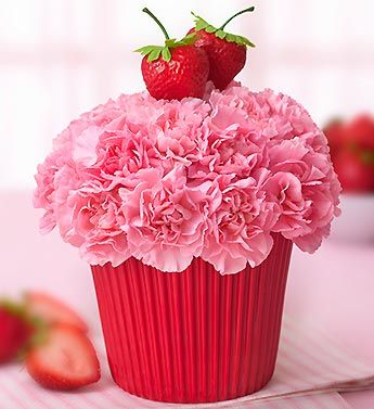 strawberry cupcake flower cake