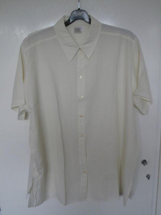 Gele blouse korte mouw  Maat 52/54 xxl Prijs: Bieden
