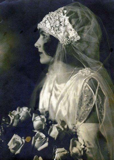 Beautiful headpiece on a 1920 bride