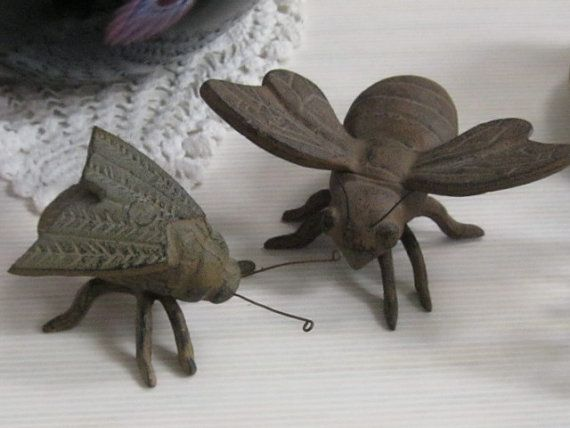 "Huge Vintage CAST IRON Bug INSECT Figurals / Paperweights - A Maligned ""fly"" and a Bumble ""Bee"" with Spread Out WingsInsects Figures, Bzzi Bees, Vintage Cast, Business Bees, Bumble Bees, Iron Bugs, Cast Iron, Maligne Fly, Bugs Insects"
