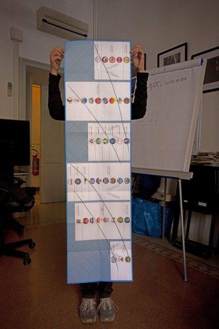 Ecco il fac simile della scheda elettorale delle Comunali di Roma 2013. Con 19 diversi candidati sindaci e 40 liste collegate, è diventata una scheda di proporzioni monstre