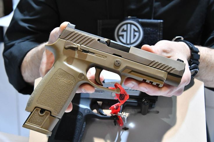 SHOT Show 2017 / The US Army announced its award of the Modular Handgun System contract today toSIG SAUER.The winning handgun system is based on SIG SAUER'S P320modular, striker-fired pistol. The new model is called SIG Sauer XM17. The value of this dealmust be 580 Million US-Dollar or more than 544 Million Euro according to an information from the US Ministry of Defence.
