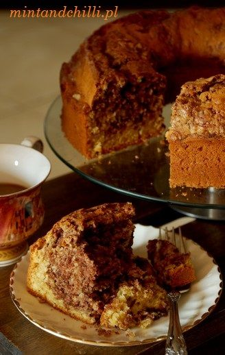 Coffee cake with walnuts and Cinnamon.