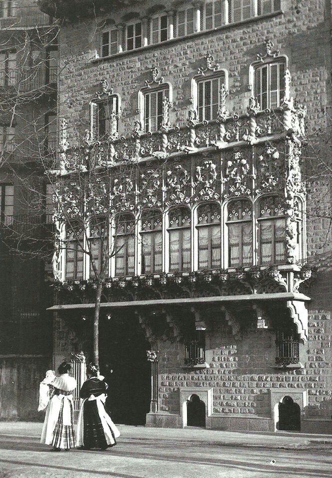 Palau del Baró de Quadras, 1906. #Modernismo #Barcelona http://www.viajarabarcelona.org/el-modernismo-en-barcelona/ruta-modernista-por-barcelona/