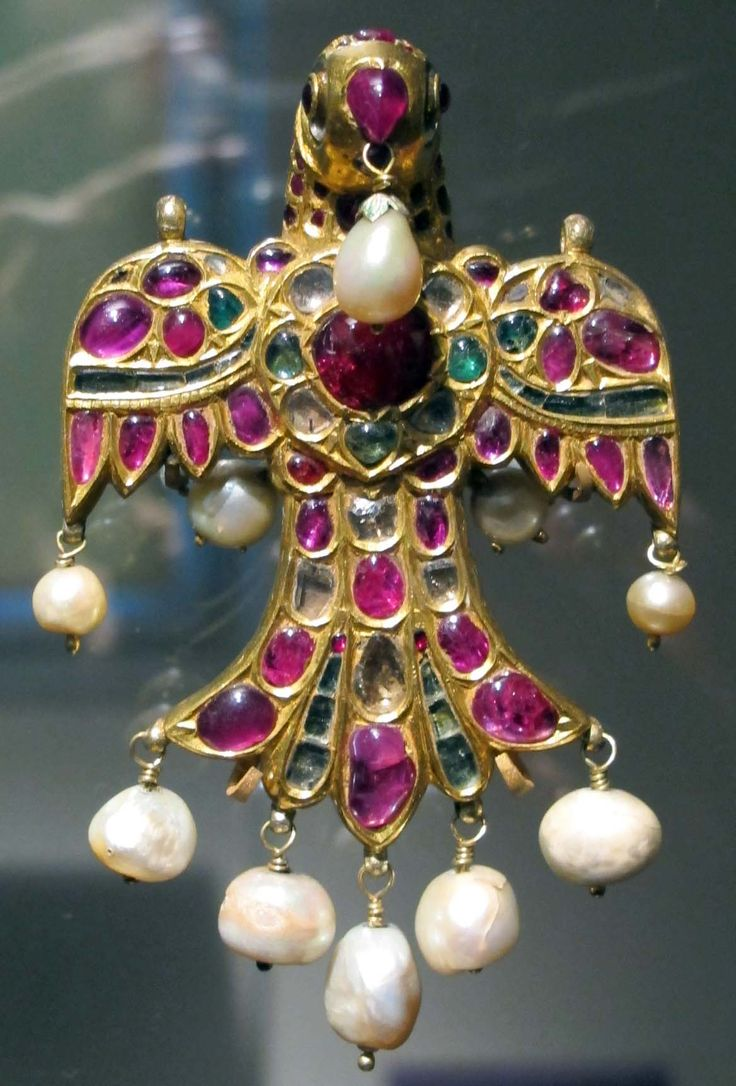 Bird shaped pendant with diamonds and rubies, 17th century Mughal India