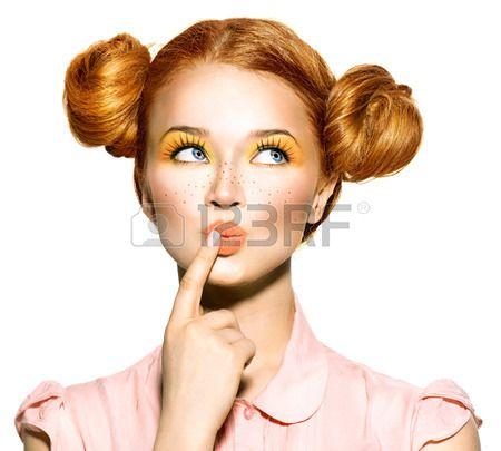 Vrolijke tiener meisje met sproeten grappig kapsel kiezen Stockfoto