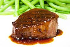 Beef fillet with wine sauce and green pepper