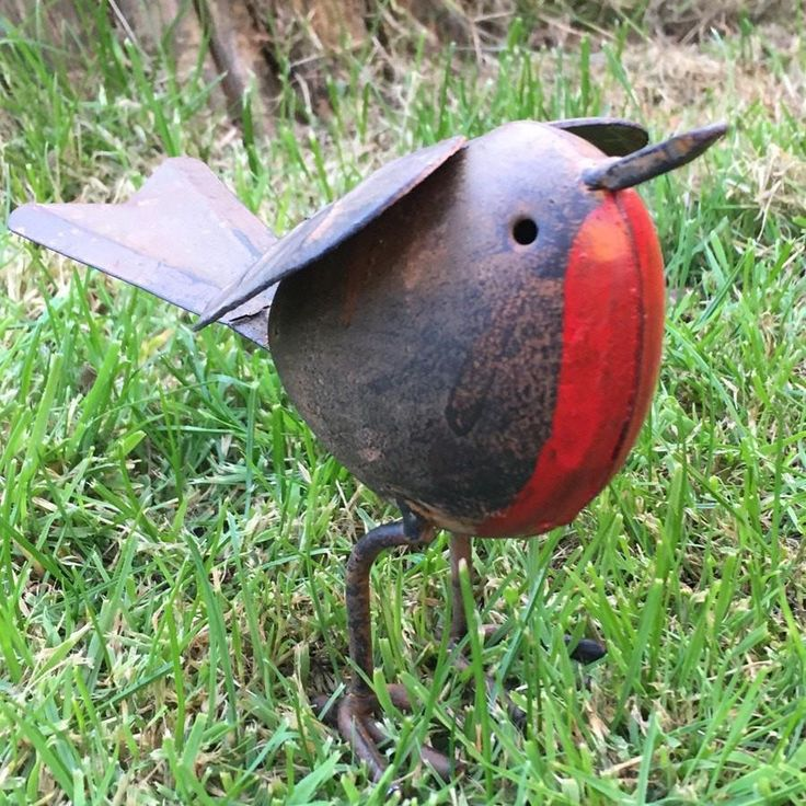 Rustic Robin Metal Garden Ornament from The Farthing