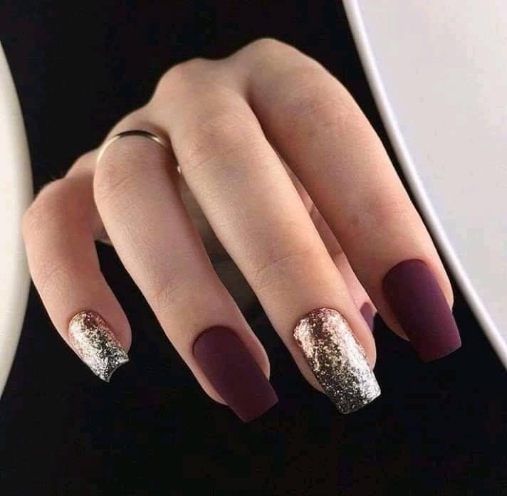 Pin By Carolina Castillo On Unas Burgundy Nail Art Stylish Nails Designs New Years Eve Nails