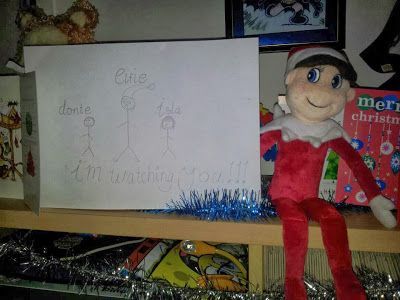 Elfie draws a picture! http://elfiejasinski.blogspot.com.au/ #ElfOnTheShelfIdeas #ElfieJasinski #KidsChristmasTradition #Creative #Family Portrait