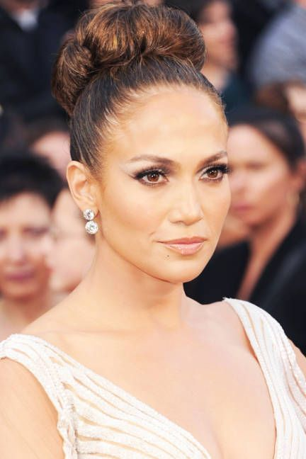 Complement a long, flowing gown with a high bun inspired by Jennifer Lopez #weddinghair