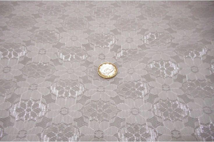 Tejido de encaje floral crudo que se suele utilizar para carnaval, pero también se utiliza para otros fines como vestidos de fiesta, tocados...., no tiene blonda.#Encaje #blonda #flores #carnaval #blanco #crudo #negro #vestidos #vestidos de fiesta #tocados #disfraces #sevillana #tejido #tejidos #textil #confección #telasseñora #telasniños #comprar #online