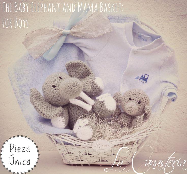 The Baby Elephant and Mama Basket: For Boyses una canasta de regalo súper especial que nos encanta sobre todo para mamás primerizas con un hermoso set de elefantitos tejidos a mano para mamá y beb…