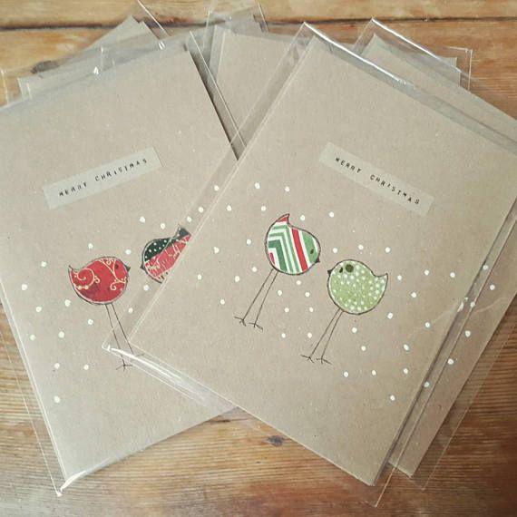 Eine handgemachte Hand gezeichneten Karte perfekt für einen Freund zu Weihnachten Urlaub Zeit. Es zeigt 2 Stick Rotkehlchen im Schnee mit einer Kombination aus saisonale Stoff und weißer Farbe. Alle Karten in schützende Cello-Hülle verpackt. Bitte sehen Sie weitere Fotos für genaue Karte,