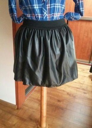 Kup mój przedmiot na #vintedpl http://www.vinted.pl/damska-odziez/spodnice/10954648-spodnica-na-gumke-imitacja-skory-czarna-must-have