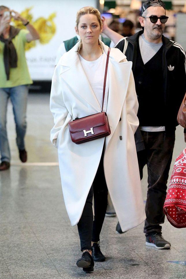 Марион Котийяр с сумкой Hermès в аэропорту Милана