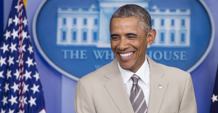 President Obama wore a tan suit to a press conference and Twitter goes nuts. (Aug. 2014)
