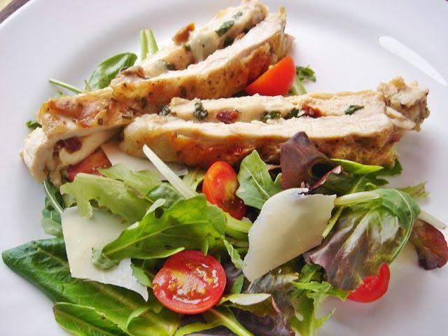 """Nem vagyok mesterszakács: Mozzarellával és aszalt paradicsommal """"duplán vasalt"""" tanyasi csirkemell olaszos kevert salátával"""