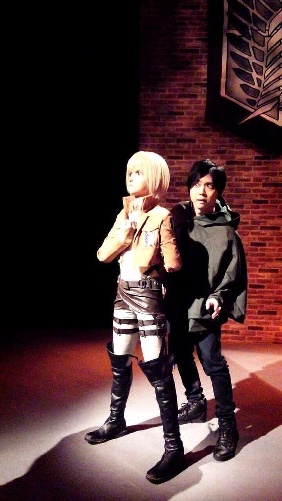 I might not be a fan of Kaji, but this is pretty funny XD Kaji Yuki dressed as Eren hiding behind Armin