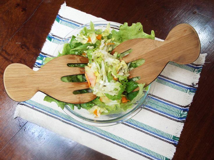 Pegador Duplo de Salada em Bambu
