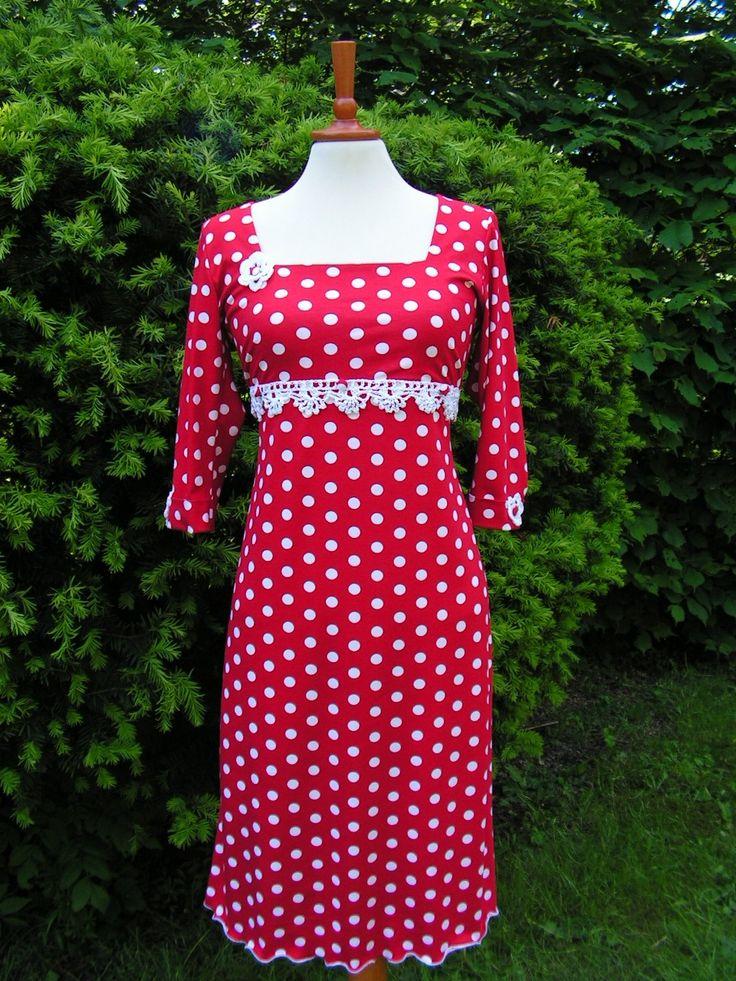 DOTS :-) Jerseykjole med prikker og bånd. Se flere kjoler på min Facebookside: https://www.facebook.com/pages/Doris-Vestergaard-Design/110763765613494?ref=bookmarks