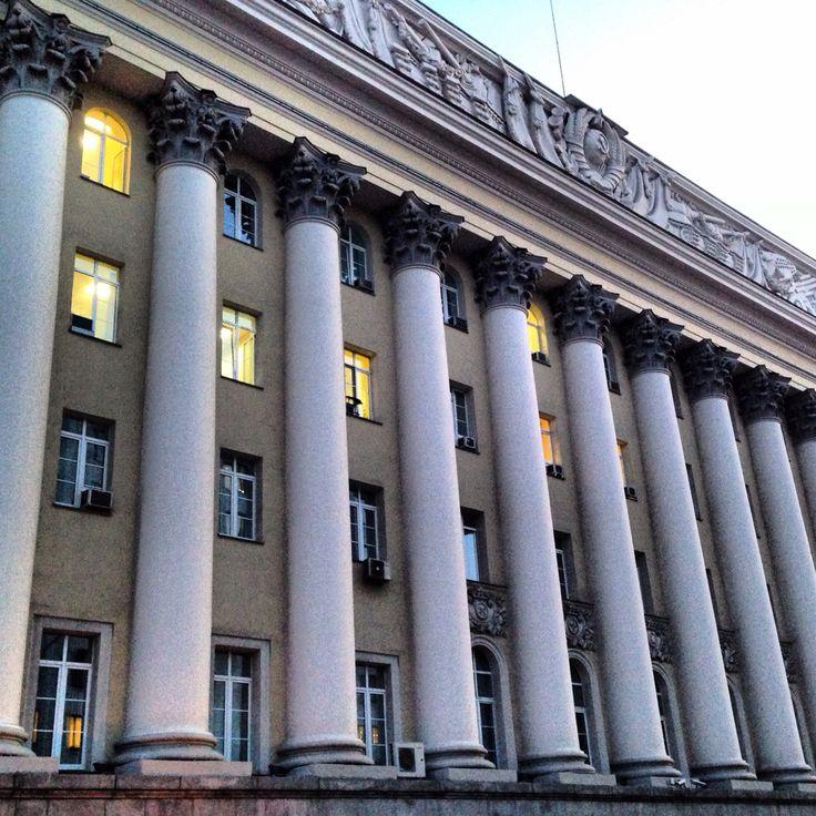An Old Building in Moscow   Старое здание в Москве   Moskova'da Eski Bir Bina