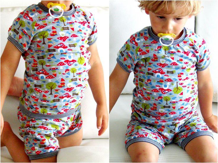 Net voor we op vakantie vertrokken kwam ik tot de vaststelling dat onze jongste geen fatsoenlijke pyjama had om mee te nemen. Na het succes...