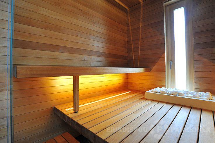 Vantaan asuntomessujen Talo Savukvartsin lauteet ja niiden omaperäinen valaistusratkaisu. #sauna #lauteet #erikoispuuparkkinen #saunabenches #asuntomessut