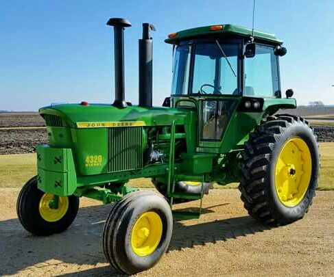JOHN DEERE 4320 with a Sound Guard Cab