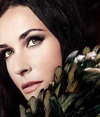 Piękny, bardzo naturalny makijaż, w sam raz na wielkie wyjście (Helena Rubinstein)