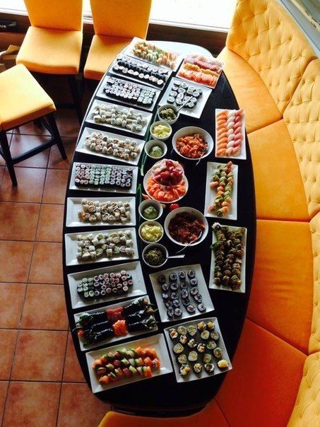 Sushi dish for the whole family,  for more sushi pics follow me here: @makesushiorg #sushi #art Also check out these sushirecipes here: www.makesushi.org