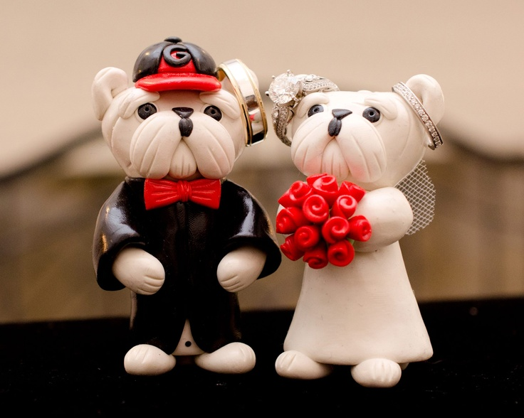 Cute Georgia Bulldogs Topper. Sorry we didn't have these for our wedding, maybe the 10 yr renewal though